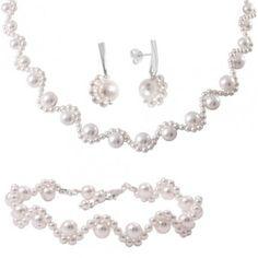 http://www.bijuteriifrumoase.ro/cumpara/pearl-lace-set-bijuterii-mireasa-cu-perle-1049