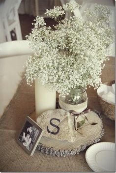 Shabby Chic Burlap : simple  and romantic wedding (or newly weds) decor. Love the simplicity of baby's breath.