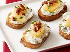Gorgonzola-Pear Toasts #HolidayCentral
