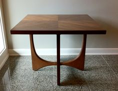 oooh... I love midcentury modern furniture and this table is awesome!