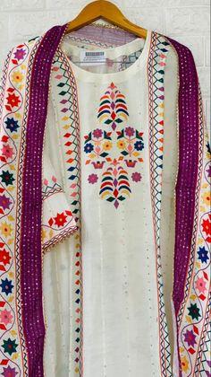 Embroidery On Kurtis, Kurti Embroidery Design, Pakistani Bridal Wear, Pakistani Dresses, Girls Boutique Dresses, Girls Frock Design, Indian Wedding Photos, Frocks For Girls, Summer Special