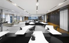 Trabajar en una oficina organizada y  no sobrecargada de muebles y con las sillas de oficina adecuadas nos ayuda en nuestro rendimiento. www.haraiberia.com