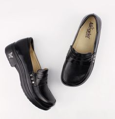 Alegria Shoes - Taylor Black Waxy Shoe, $129.95 (http://www.alegriashoes.com/products/taylor-black-waxy-shoe.html)