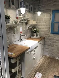 Gorgeous Shabby Chic Kitchen Decor Ideas that are Comfy, Cozy and Sweet Farmhouse Kitchen Decor, Kitchen Decor Modern, Kitchen Decor, Chic Kitchen, Small Kitchen, Shabby Chic Kitchen Decor, Home Kitchens, Home Decor, Budget Kitchen Remodel