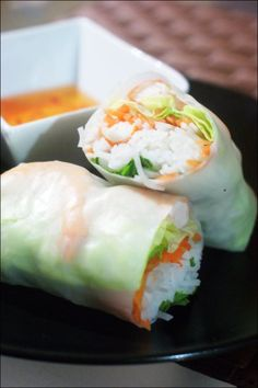 Salty – Spring rolls for 2 people. : 2 large rice cakes (or 4 small) * 6 cooked shrimps * 1 carrot * 2 sticks of surimis * 40 g of rice pasta * salad * mint * coriander. Recipe on the site. Cooking Time, Cooking Recipes, Eat Better, Healthy Snacks, Healthy Recipes, Salty Foods, Exotic Food, I Foods, Asian Recipes