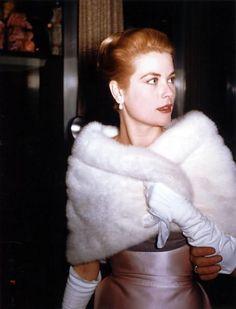 Grace Kelly, so stunning.