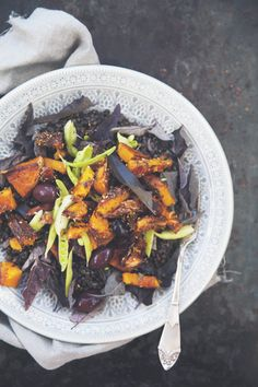 Black beluga lentil salad w. olives + pumpkin