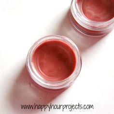 We love discovering more coconut oil uses for our DIY projects, and we finally found another one. This Homemade Cinnamon Lip Balm is easy to make and packed with moisturizing ingredients. Homemade Lip Balm, Diy Lip Balm, Tinted Lip Balm, Homemade Toothpaste, Homemade Soaps, Homemade Recipe, Beauty Make Up, Diy Beauty, Beauty Tips