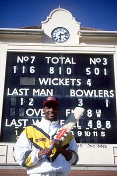 Brian Lara reaches his record-breaking 501