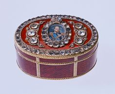 This box is important, as it is believed to be the first major commission Fabergé received from the Emperor. (However, the invoice in the archive of the Cabinet of His Imperial Majesty in Saint Petersburg is strangely dated 1889.) The box is larger than most, as indeed are the stones. Originally there were 90 carats of diamonds.  The Bismarck family removed all the large stones and replaced them with antique paste brilliants. The removed diamonds were made into a necklace.