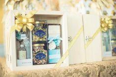ชุดชาหอมสมุนไพรและน้ำผึ้ง จับเซ็ตกับเครื่องหอม บรรจุในกล่องไม้