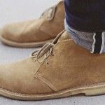 Clarks Desert Boots are the daddy of all casual footwear Clarks Desert Boot, Desert Boots, Guy Fashion, Look Fashion, Fashion Shoes, Mens Fashion, Gentleman Fashion, Elegance Fashion, Nail Fashion
