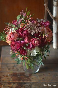 Rieko Ando RA fleuriste blog Hand Flowers, Green Flowers, Flower Pots, Beautiful Flowers, Flower Centerpieces, Flower Decorations, Vase Arrangements, Beautiful Flower Arrangements, Container Flowers