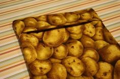 Sew simple cotton pouches to make the best microwaved baked potatoes ever. Cute Sewing Projects, Diy Craft Projects, Sewing Hacks, Diy Crafts, Sewing Tips, Craft Ideas, Baked Potato Microwave, Microwave Baking, Craft Gifts