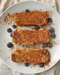Baked Blueberry Coconut French Toast #paleo #breakfast #recipes http://greatist.com/eat/paleo-breakfast-recipes