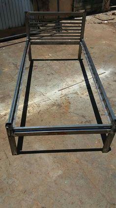 Cama de metal Welded Furniture, Industrial Design Furniture, Iron Furniture, Steel Furniture, Bed Frame Design, Bedroom Bed Design, Steel Bed Design, Pipe Bed, Wrought Iron Beds