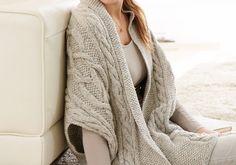 Wohlige Wärme und stylische Kleidung müssen sich nicht ausschließen, wie diese Zopf-Weste aus Schachenmayr Bravo Mezzo beweist.