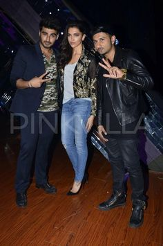 "Deepika Padukone and Arjun Kapoor visited the sets of reality show ""India's Raw Star"" to promote their forthcoming movie ""Finding Fanny"". The show is hosted by Gauahar Khan and is being judged by Yo Yo Honey Singh."