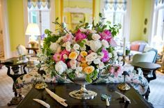 Patricia Altschul's Derby Party is full of Southern Charm My Old Kentucky Home, Kentucky Derby, Southern Belle, Southern Charm, Southern Homes, Country Homes, Patricia Altschul, Run For The Roses, Rose Centerpieces