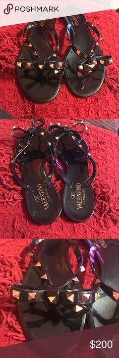 Authentic Valentino Rockstud Flip Flops Like new Valentino flip flops in black. No missing studs just perfect summer sandals super elegant!💗No box or dust bag🎈 Valentino Shoes Sandals