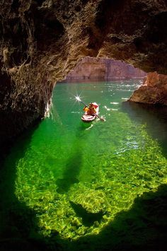 Kayaking in Emerald Cave, Colorado River in Black Canyon, Arizona. Would love to take the kayak out here! Dream Vacations, Vacation Spots, Family Vacations, Oh The Places You'll Go, Places To Travel, Travel Destinations, Lago Powell, Yellowstone Nationalpark, Le Colorado