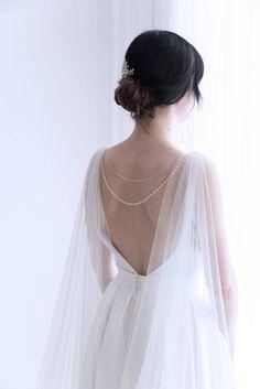 Wedding cape - Bridal cape veil - Shoulder veil - Bridal cape - Bridal back necklace - Back jewelry - Cape veil wedding Bridal Outfits, Bridal Gowns, Bridal Headpieces, Wedding Veils, Wedding Dresses, Wedding Dress Cape, Wedding Hair, Veil Length, Back Necklace