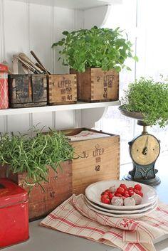 Open shelves, herbs in wooden boxes, vintage scale, metal breadbox.  <3  VIBEKE DESIGN: Fem rustikke små...
