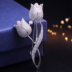 Brooches For Women Fashion Jewelry 2017 new Rhinestone Brooch corsage pin buckle day gift exquisite zircon accessories female Bee Brooch, Flower Brooch, Brooch Pin, Gold Fashion, Fashion Jewelry, Jewelry Sets, Women Jewelry, Jewelry Accessories, Brooch Corsage