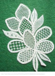 Honiton Lace by Pauline Cochrane - lace things Tambour Embroidery, Hand Embroidery Flowers, Paper Embroidery, Lace Patterns, Embroidery Patterns, Clothes Patterns, Dress Patterns, Lace Drawing, Bruges Lace
