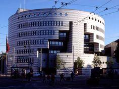 Union Namk of Switzerland, Mario Botta Architetto Post Modern Architecture, Amazing Architecture, Aldo Rossi, Round Building, Union Bank, San Francisco Museums, Carlo Scarpa, Le Corbusier, Postmodernism
