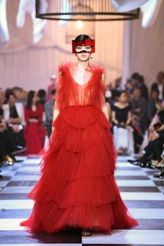 """Maria Grazia Chiuri for Christian Dior. Haute Couture Spring-Summer """"Dior Red"""" ball gown in tiered tulle fans, after the design Francis Poulenc Dior Haute Couture, Haute Couture Looks, Style Couture, Haute Couture Dresses, Couture Details, Christian Dior, John Galliano, Shanghai, Francis Poulenc"""