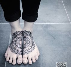 New floral tattoo foot vintage ideas – foot tattoos for women flowers Mandala Foot Tattoo, Flower Tattoo Foot, Mandala Tattoo Design, Flower Tattoos, Tattoo Designs, Lotus Mandala, Arrow Tattoos, Leg Tattoos, Awesome