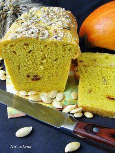 Ala piecze i gotuje: Chleb dyniowy z słonecznikiem i owocami goji