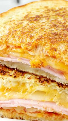 Hawaiian Pizza Grilled Cheese Sandwich ~ It's everything you love in Hawaiian Pizza stuffed into a yummy grilled cheese sandwich!