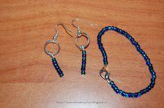 Tante piccole idee realizzate: Orecchini e bracciale con perline blu, semplici, realizzati dalle mie bimbe.