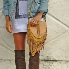 Bohemian style shoulder fringe leather bag #bohoinspiration #bohemian #leather #boho www.mahilacouro.com.br