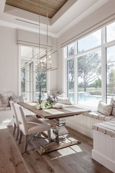 Get inspired by these dining room decor ideas! From dining room furniture ideas, dining room lighting inspirations and the best dining room decor inspirations, you'll find everything here! Kitchen Banquette, Dining Nook, Dining Room Design, Kitchen Benches, Wood Dinning Room Table, Built In Dining Room Seating, Dinning Room Chandelier, Beach Dining Room, Dining Corner