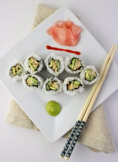 Vegan Sushi with Gardein Crabless Cakes - Trendswoman Sushi Recipes, Vegan Recipes, Vegan Ideas, California Roll Sushi, Vegan Appetizers, Sushi Rolls, Vegan Vegetarian, Vegan Food, Vegan Dishes