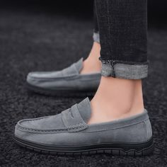 $44.47 | ZUNYU Men Loafers Shoes Soft Moccasins High Quality Summer Genuine Leather Flats Casual Shoes Gommino Driving Shoes Size 39-46 Outfit Accessories FromTouchy Style | Free International Shipping. Best Casual Shoes, Best Shoes For Men, Grey Loafers, Loafers Men, Best Mens Trainers, Branded Shoes For Men, Jeans With Heels, Driving Shoes, Loafer Shoes