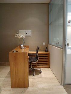 Escritório Comercial - Recepção Office Cubicle Design, Office Wall Design, Small Office Design, Dental Office Design, Clinic Interior Design, Boutique Interior Design, Office Table, Home Office, Office Interiors