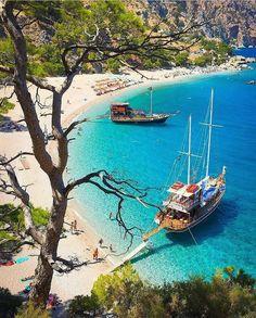 Πριβέ διακοπές σε ένα μήνα: Το πιο ζεστό νησί που τον Σεπτέμβρη είναι στα καλύτερά του – My Review Beautiful Islands, Beautiful Beaches, Travel Pictures, Travel Photos, Places To Travel, Places To Visit, Karpathos, Ocean Pictures, Exotic Beaches