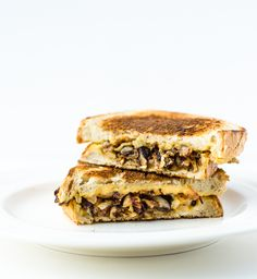 Grilled Hummus and Caramelized Onion Sandwich - a vegan grilled sandwich without the fake cheese!