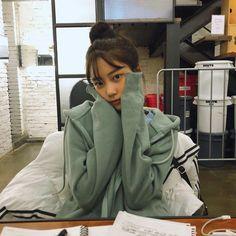 Best Womensraincoat For Backpacking Refferal: 6242512682 Ulzzang Hair, Korean Ulzzang, Kpop Girl Groups, Kpop Girls, Korean Photo, Future Photos, Sad Girl, Pretty Face, Girl Crushes