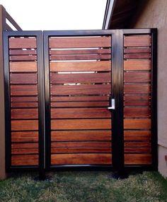 25 Amazing Modern Wood Fence Design Ideas for 2019 3 backyard design diy ideas Modern Wood Fence, Wood Fence Design, Modern Fence Design, Privacy Fence Designs, Front Gate Design, House Gate Design, Backyard Gates, Patio Fence, Fence Gate