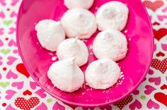 Nyt vaahtokarkkien tekeminen on helppoa kotioloissakin! Kokeile ja ihastu! Pursota juuri niin hassuj...