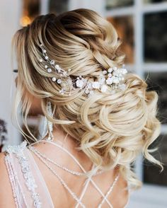 gorgeous updo wedding hairstyle with headpiece #weddinghairstyles #bridalhairstyle #bridalupdos #weddinghairstyle