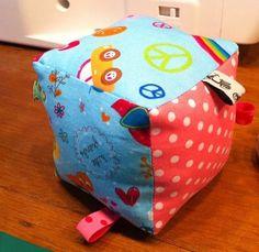 Hier findet Ihr DIY-Projekte aus Stoff und Papier, Freebies und Freebooks. Alles handmade mit viel Liebe.