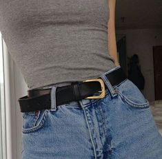 This is probably one of my favourite thinspo's. Look at her flat stomach, how even the belt is too big. Look Fashion, 90s Fashion, Vintage Fashion, Womens Fashion, Fashion Tips, Fashion Design, Fashion Trends, Girl Fashion, Spring Fashion