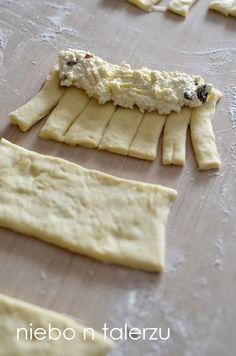 Bardzo dobre drożdżówki z serem, miękkie, puszyste, maślane, pięknie pachnące , drożdżówki idealne do kawy, herbaty i mleka.