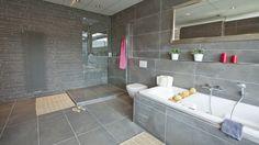 Al light grey tiles Bathroom Inspiration, Interior Inspiration, Bath Tiles, Grey Tiles, Corner Bathtub, Designer, Toilet, Sweet Home, Shower